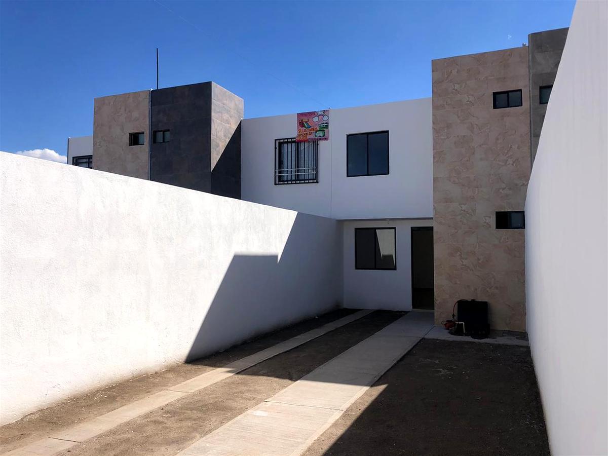 Foto Casa en Venta en  Satélite Francisco I Madero,  San Luis Potosí  Colonia  Satelite por la Feria,  Av. Juarez, Calzada de Guadalupe