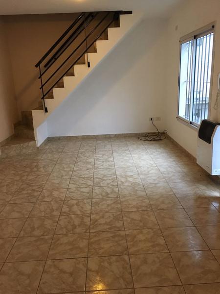 Foto Casa en Alquiler en  Paso Del Rey,  Moreno  Conjunto residencial - Tipo duplex - Morón al 800 - Dpto.: Nº 6 - Lado Norte