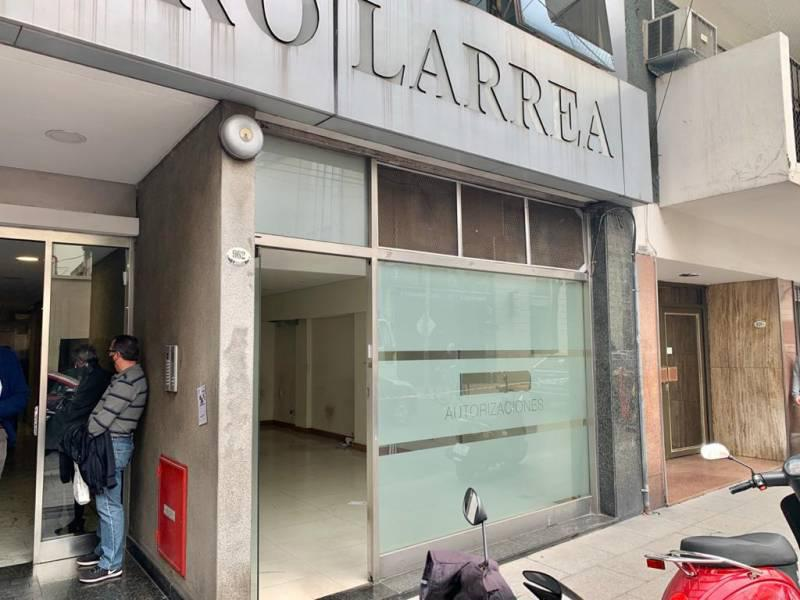 Foto Local en Alquiler en  Recoleta ,  Capital Federal  LARREA al 900