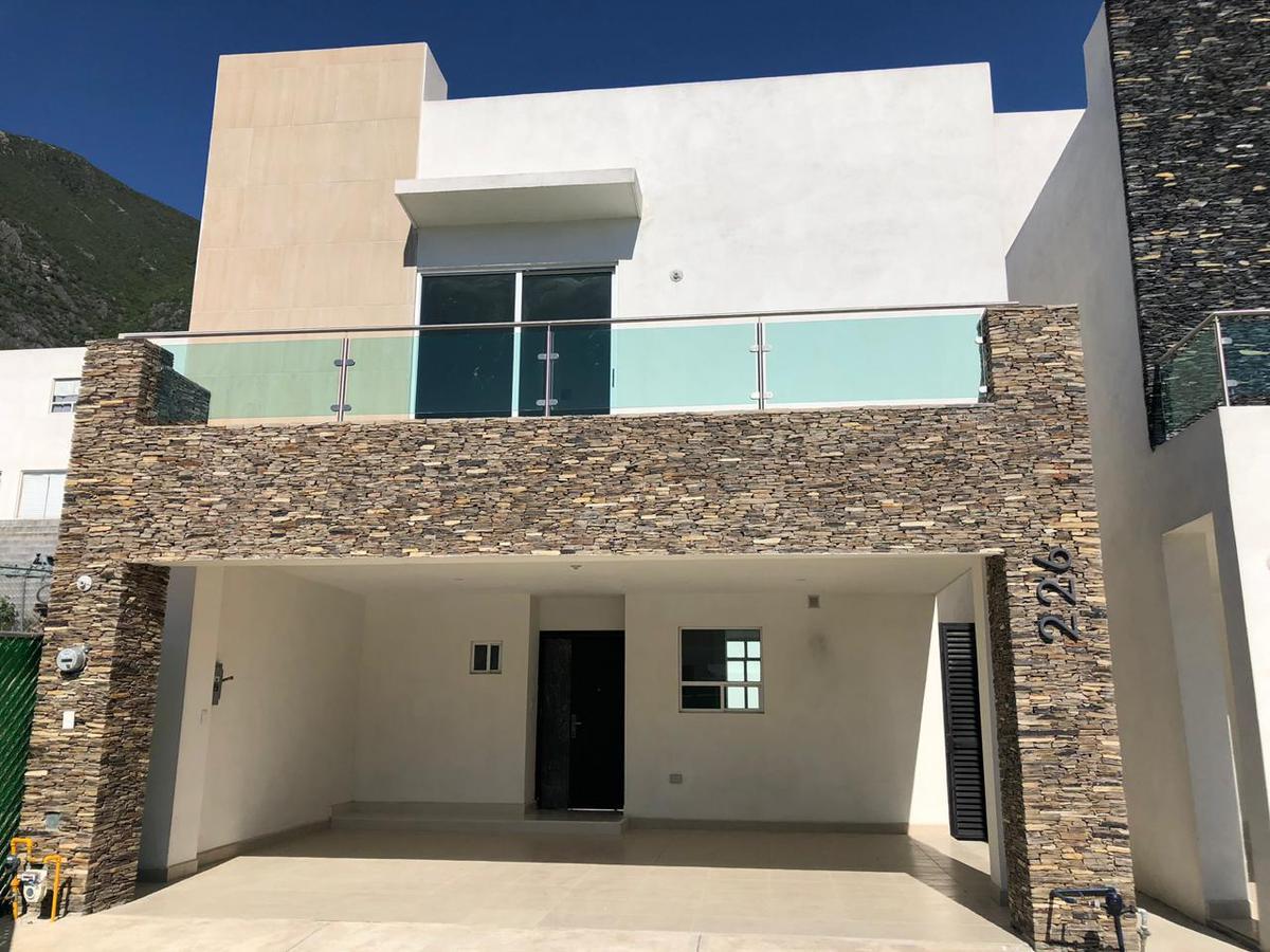 Foto Casa en Venta en  Lomas del Vergel,  Monterrey    Casa en Venta en  Fraccionamiento La Perla al sur de Monterrey (MM)