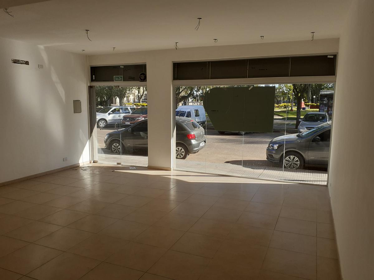 Foto Local en Alquiler en  Gualeguaychu ,  Entre Rios  Urquiza y 3 de febrero