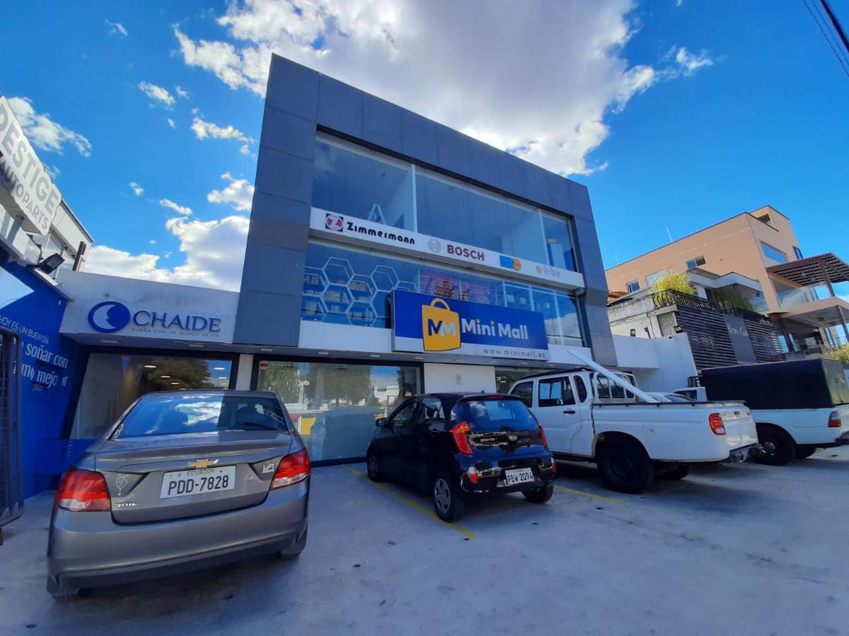 Foto Local Comercial en Venta en  Centro Norte,  Quito  AV. LOS SHIRYS Y TOMÁS DE BERLANGA