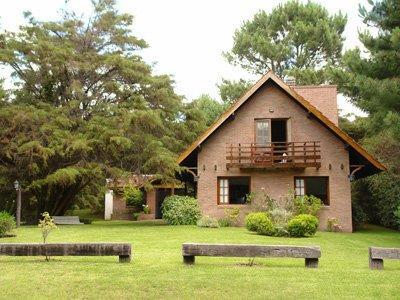 Foto Casa en Alquiler temporario en  Carilo ,  Costa Atlantica  Sauce (esquina Colibri )