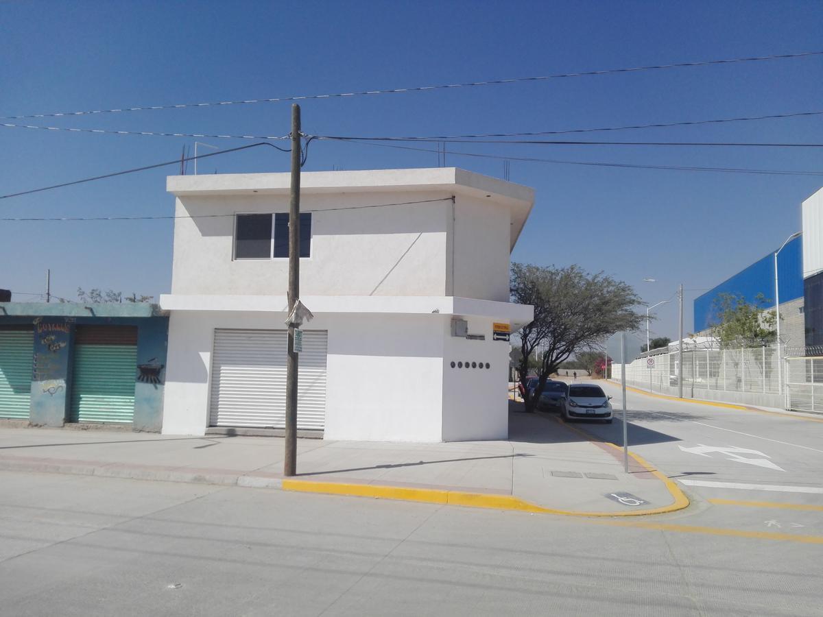 Foto Local en Renta en  Desarrollo El Potrero,  León      Local en esquina en col. Desarrollo El Potrero
