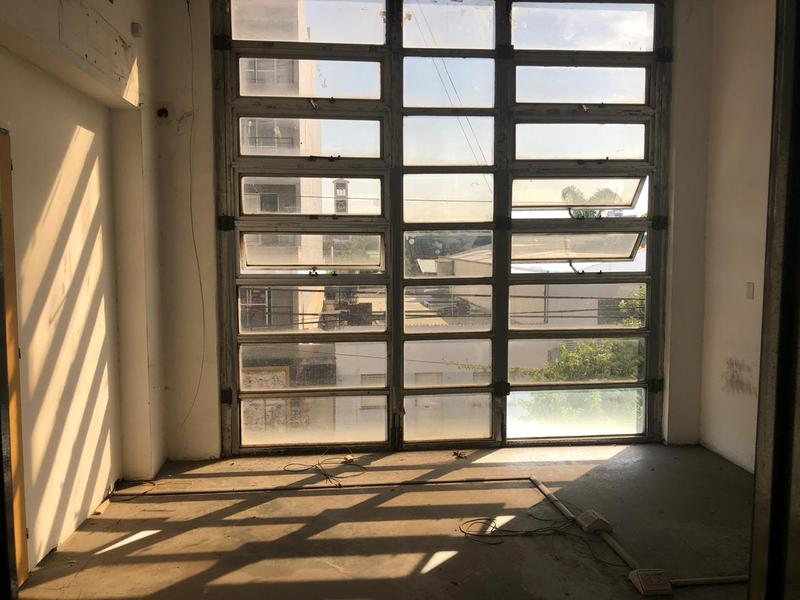 Foto Galpón en Venta | Alquiler en  Mataderos ,  Capital Federal  Guamini 2300, Galpón de 1170 m2 en tres plantas, doble frente, totalmente equipado con 300 m2 de oficinas, vestuarios y cocina.