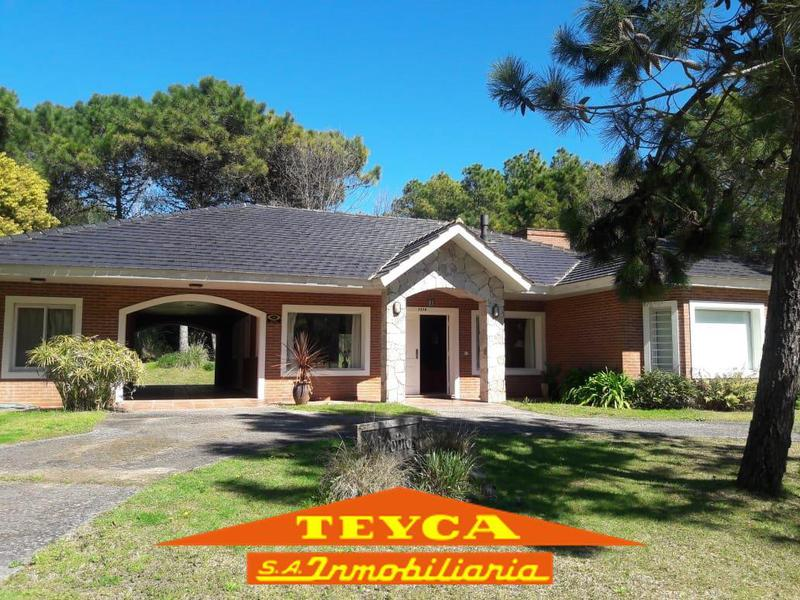 Foto Casa en Alquiler temporario en  Pinamar ,  Costa Atlantica  SELENE 1278