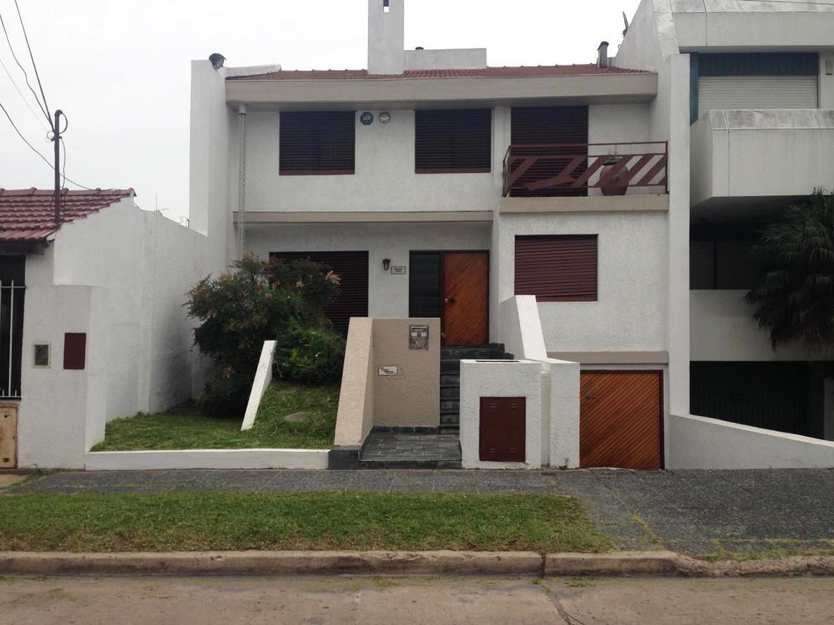 Foto Casa en Venta en  Castelar,  Moron  Machado al 1900