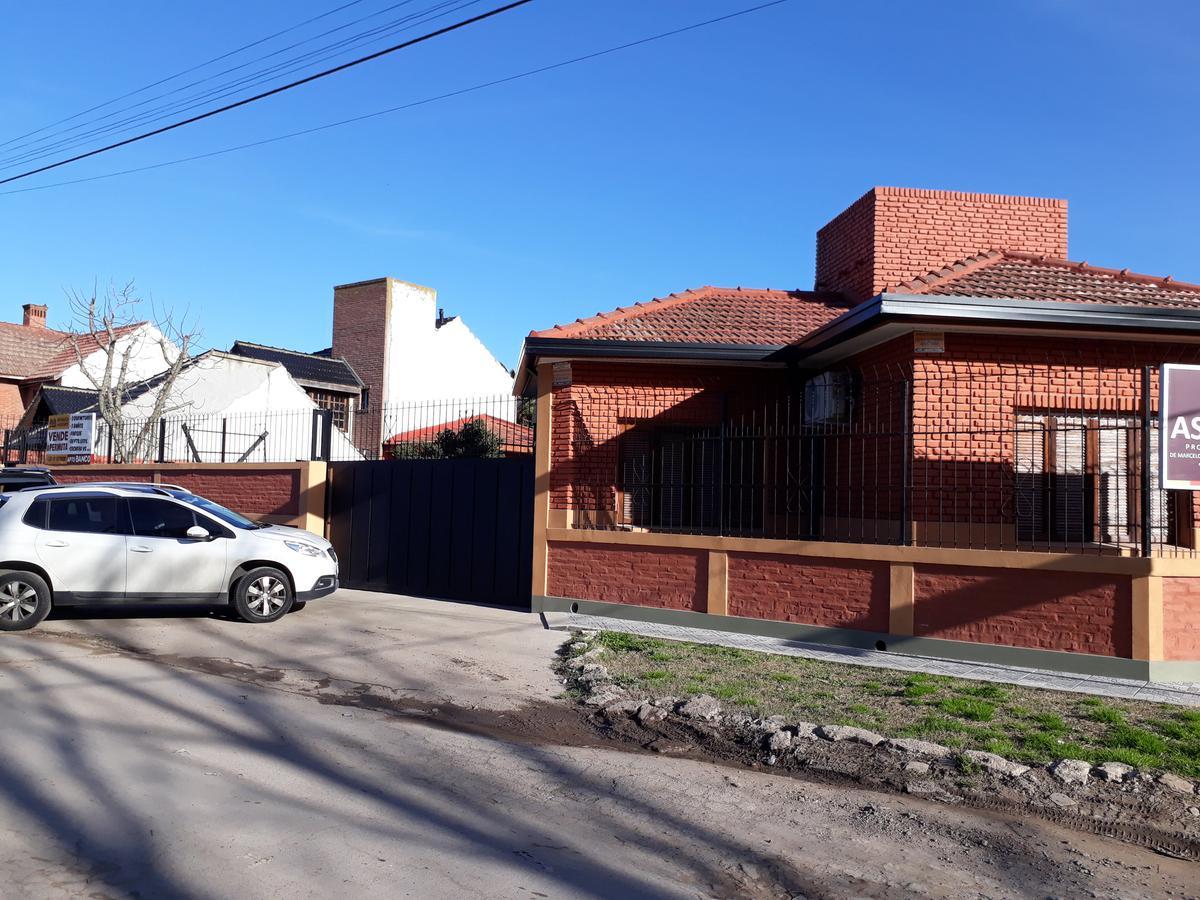 Foto Casa en Venta en  Manuel B Gonnet,  La Plata          7 y 501
