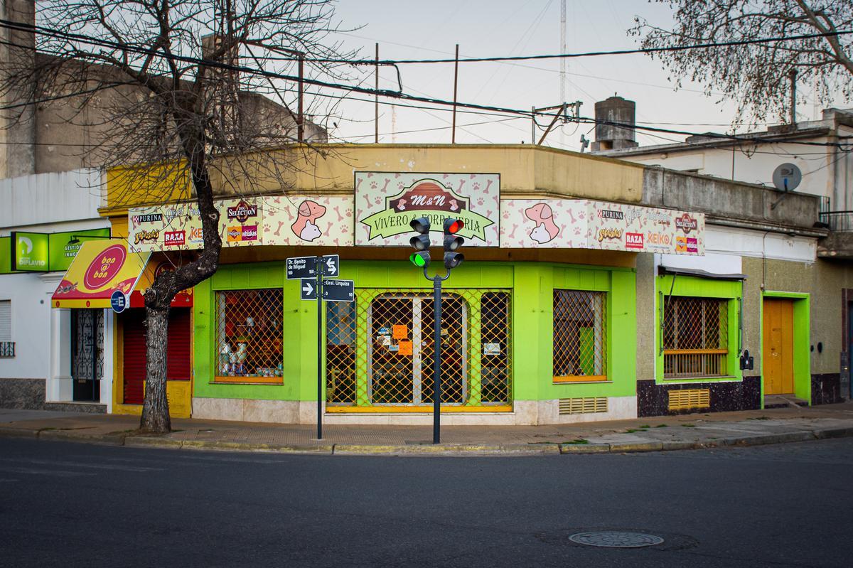 Foto Local en Venta en  Junin ,  Interior Buenos Aires  Benito de Miguel y Urquiza