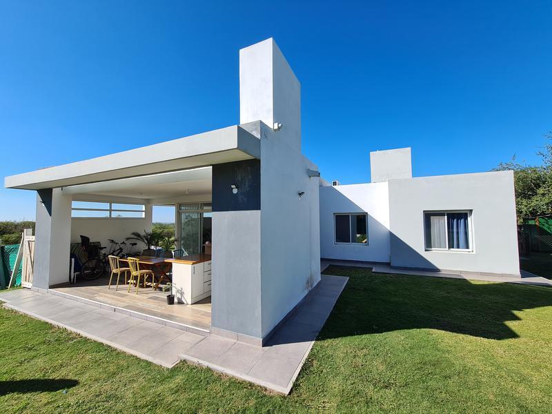 Foto Casa en Venta en  Alta Gracia,  Santa Maria  Country Golf Alta Gracia - a Estrenar