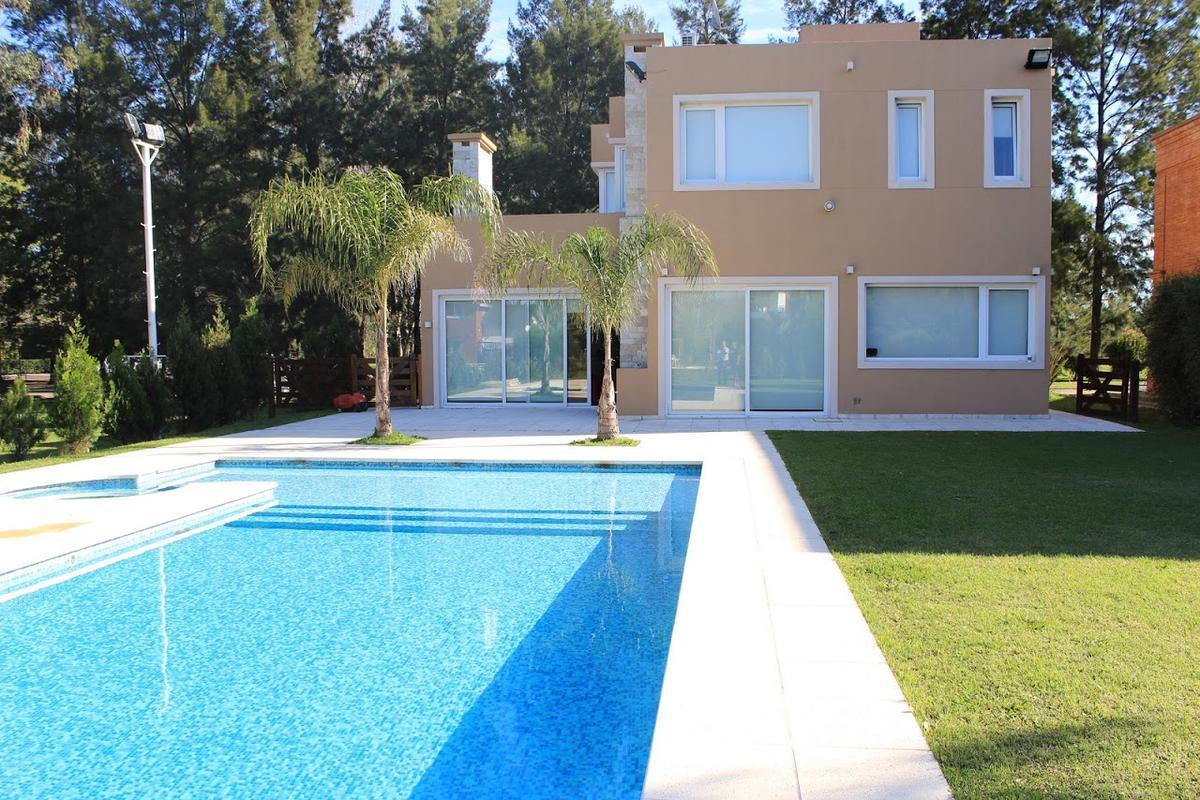 Foto Casa en Alquiler en  El Lauquen,  Countries/B.Cerrado  CASA EN VENTA : CANNING :: EL LAUQUEN