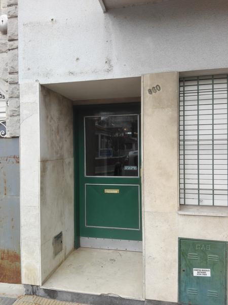 Foto Departamento en Venta en  Lomas de Zamora Oeste,  Lomas De Zamora  LEANDRO N. ALEM 660 1° 8 **apto Credito**