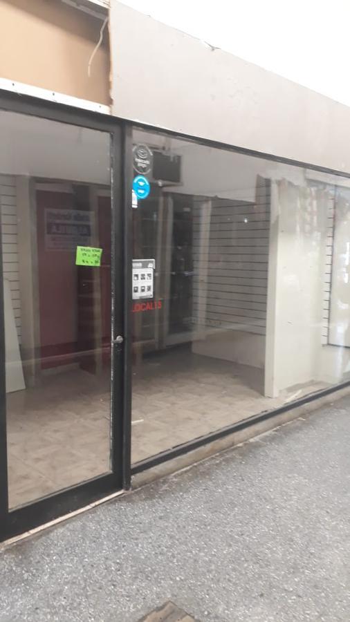 Foto Local en Alquiler en  La Plata,  La Plata  12 e/ 59 y 60
