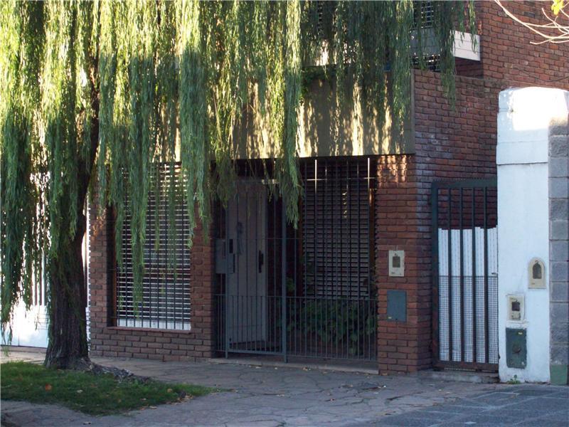 Foto Casa en Venta en  Remedios De Escalada,  Lanus  FLORES DE ESTRADA 5270