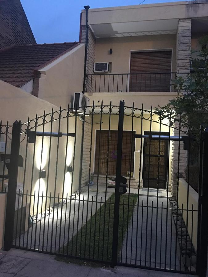 Foto Casa en Venta en  Haedo Norte,  Haedo  MIRAFLORES al 500