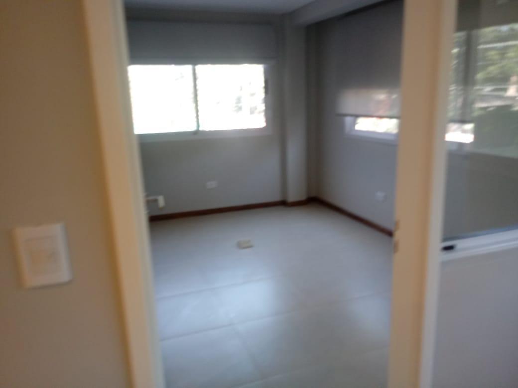 Foto Depósito en Alquiler | Venta en  Moreno ,  G.B.A. Zona Oeste  Lincoln al 2000