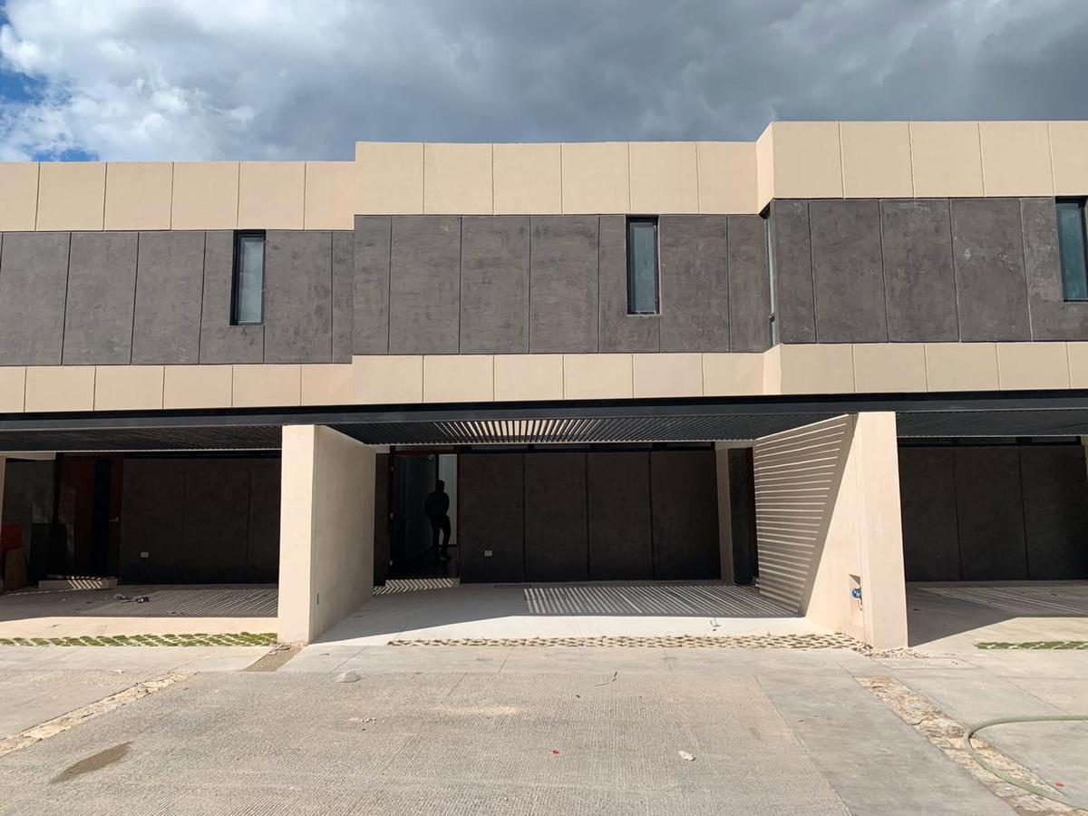 Foto Casa en Renta en  Pueblo Temozon Norte,  Mérida  Casa en renta en Merida, Temozon norte, en privada con amenidades