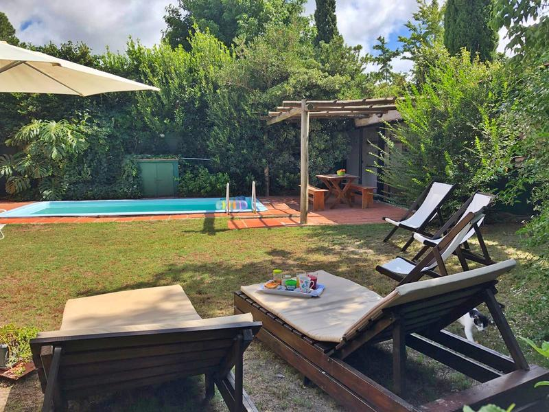 Foto Casa en Venta en  Carrasco Norte ,  Montevideo  Divina casa venta piscina , 4 dorm, cocheras, jardín