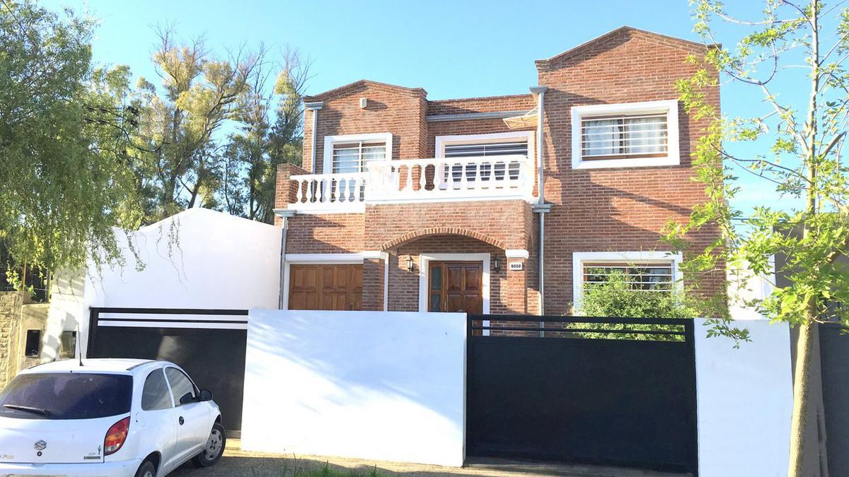 Foto Casa en Venta en  Manuel B Gonnet,  La Plata  23 entre 481 y 482