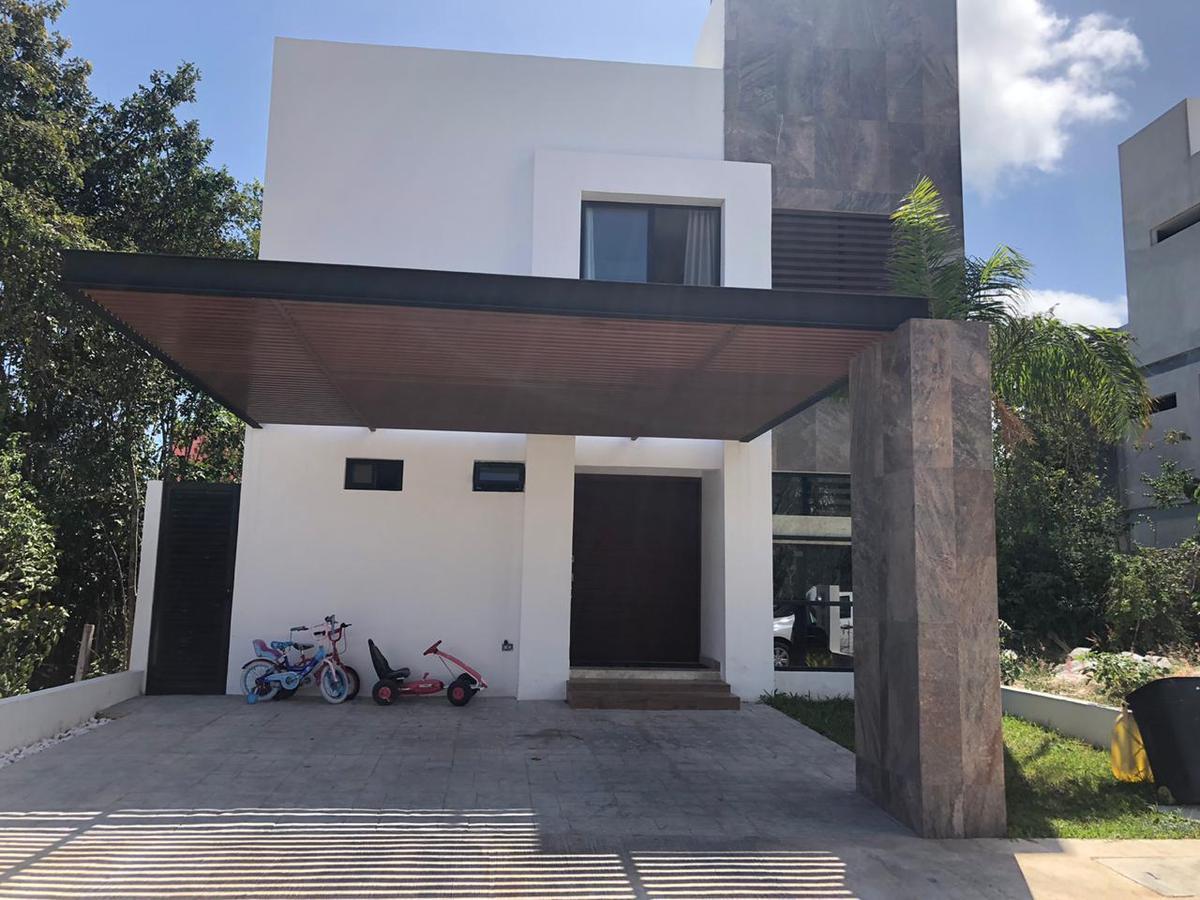 Foto Casa en Venta en  Aqua,  Cancún  CASA EN VENTA/RENTA EN CANCUN EN RESIDENCIAL AQUA BY CUMBRES