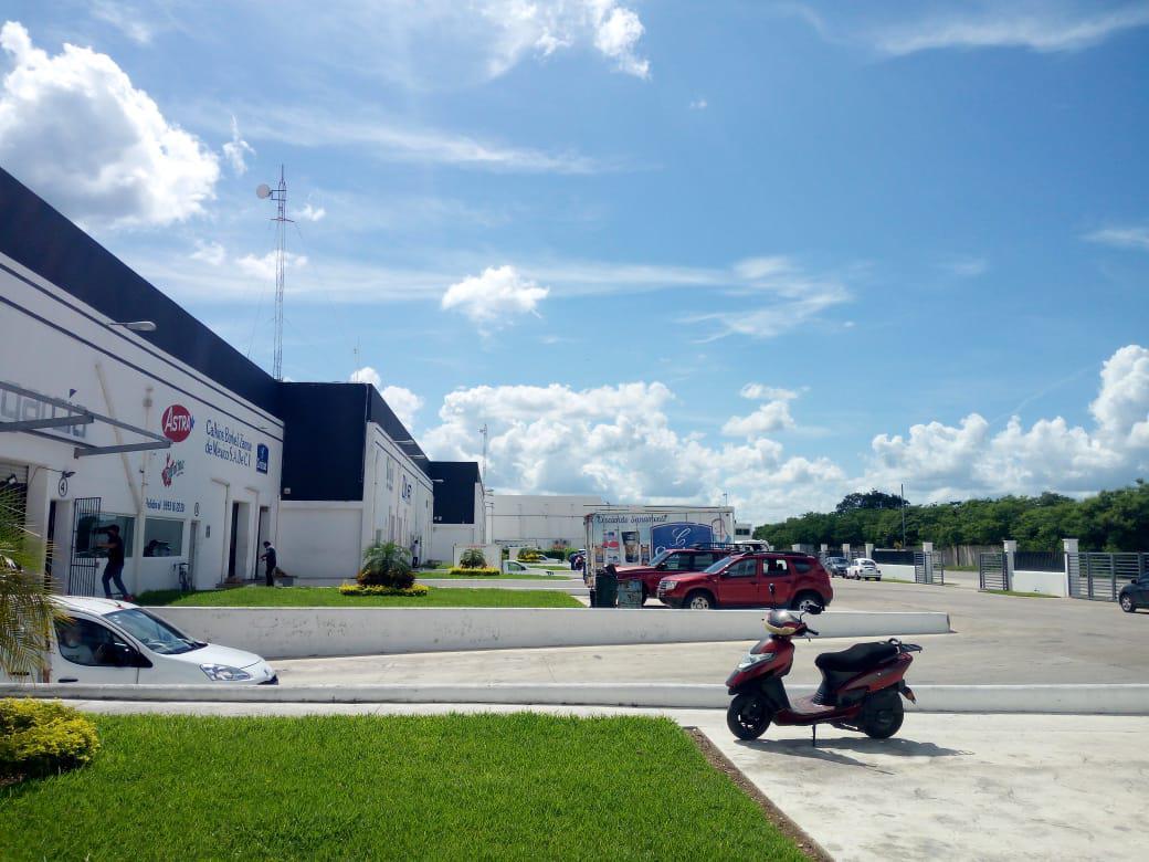 Foto Bodega Industrial en Renta en  Pueblo Tixcacal Opichen,  Mérida  Bodega de 30m²  con cortina al frente de 5x6, con caseta, cámaras de vigilancia y acceso por el Periférico Tixcacal-Poniente
