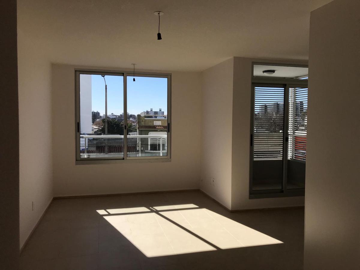 Foto Apartamento en Venta en  La Blanqueada ,  Montevideo  Dos dormitorios. Garaje.