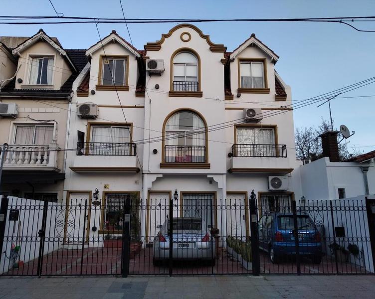 Foto Casa en Venta en  Olivos,  Vicente Lopez  DIAZ VELEZ 1786