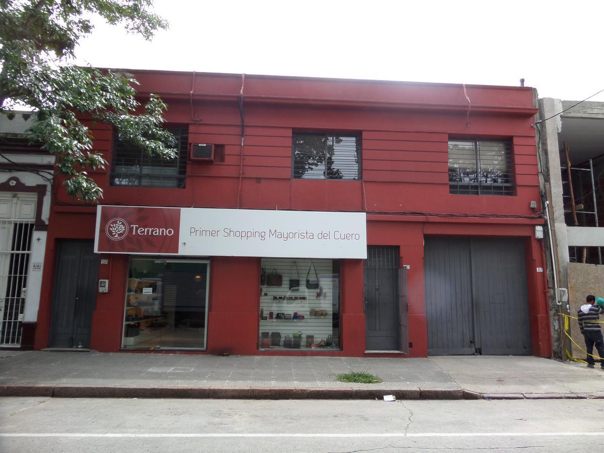 Foto Local en Alquiler en  Centro ,  Montevideo  Centro