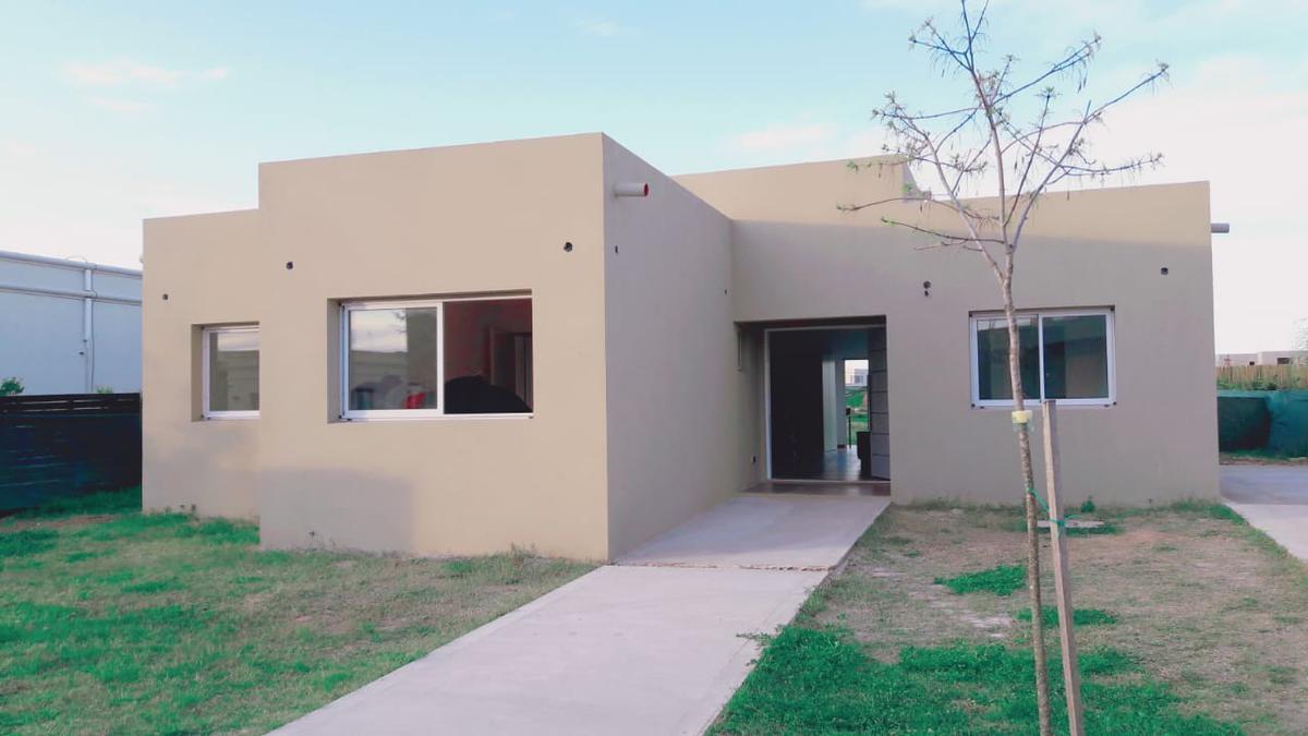 Foto Casa en Venta en  Tigre ,  G.B.A. Zona Norte  San Gabriel. Casa a estrenar 3 dormitorios mas dependencia