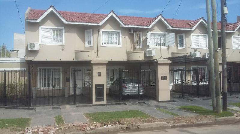 Foto Casa en Venta en  Lanús Este,  Lanús  Albariños 2193
