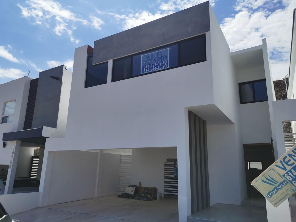Foto Casa en Renta en  Chihuahua ,  Chihuahua  ESTRENE RESIDENCIA, FRACC. PRIVADO,EN LA MEJOR ZONA RESIDENCIAL, FRENTE A PARQUE. EQUIPADA.
