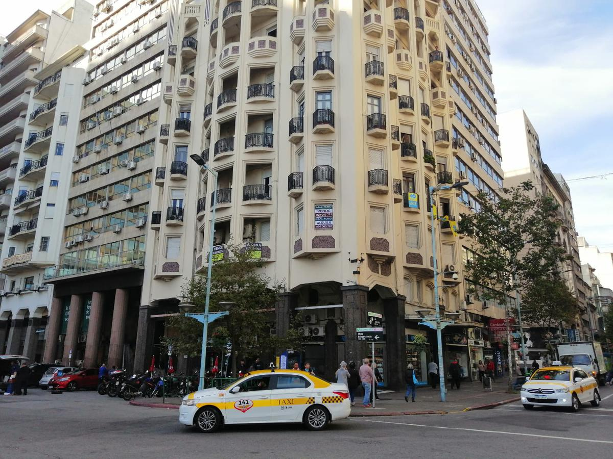 Foto Oficina en Alquiler en  Centro (Montevideo),  Montevideo  Piso entero sobre Plaza Independencia