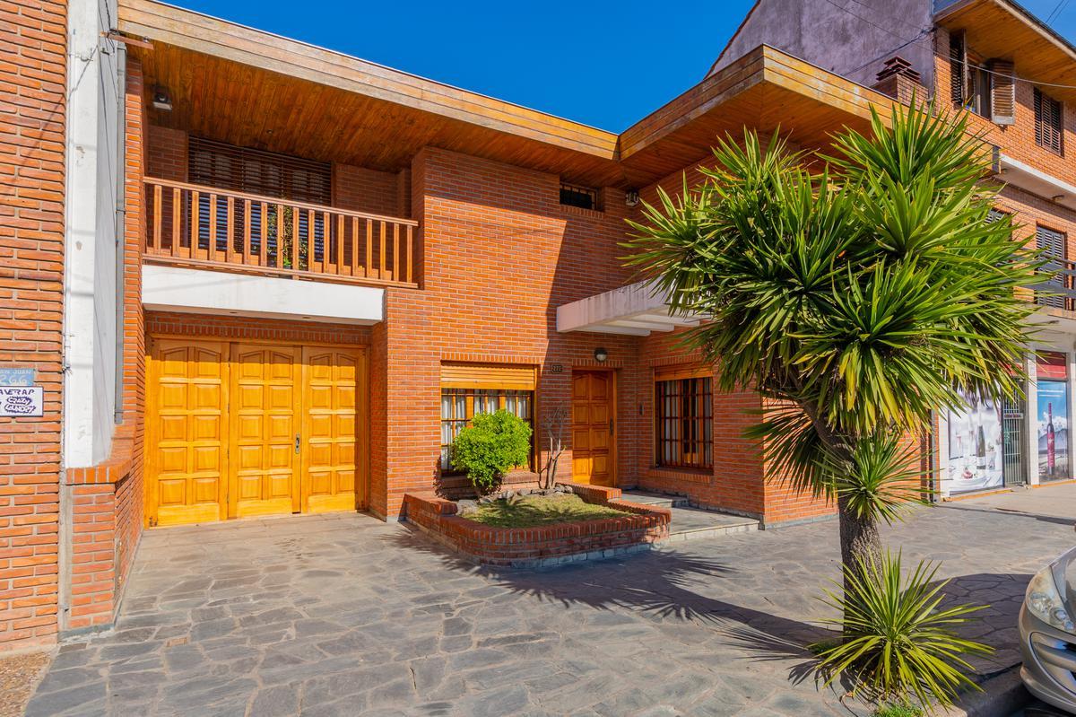 Foto Casa en Venta en  Pompeya,  Mar Del Plata   San Juan y Berutti