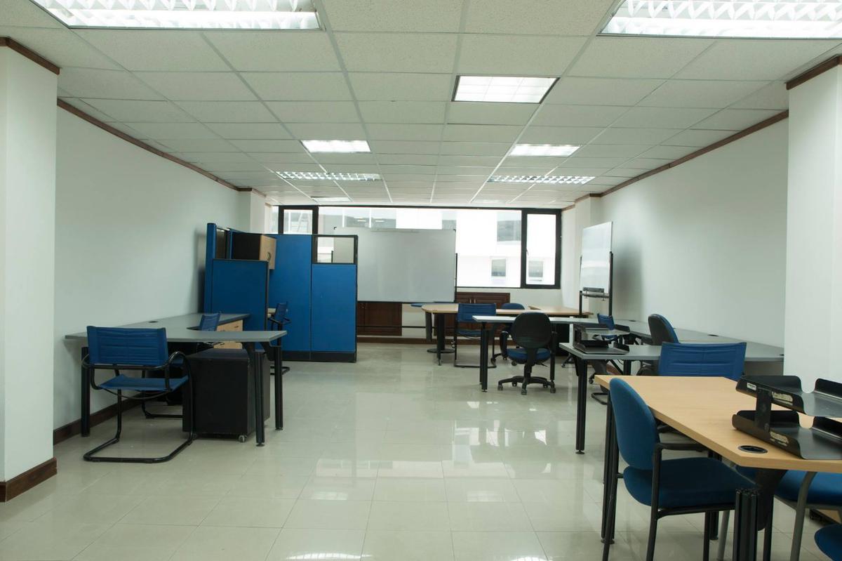Foto Oficina en Venta en  Centro Norte,  Quito  Oficina de Venta con Mobiliario -  República y Pradera