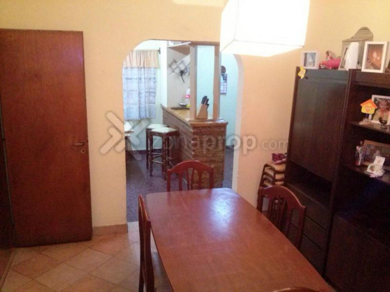 Foto Casa en Venta en  Loma Hermosa,  Tres De Febrero  Thompson 1100