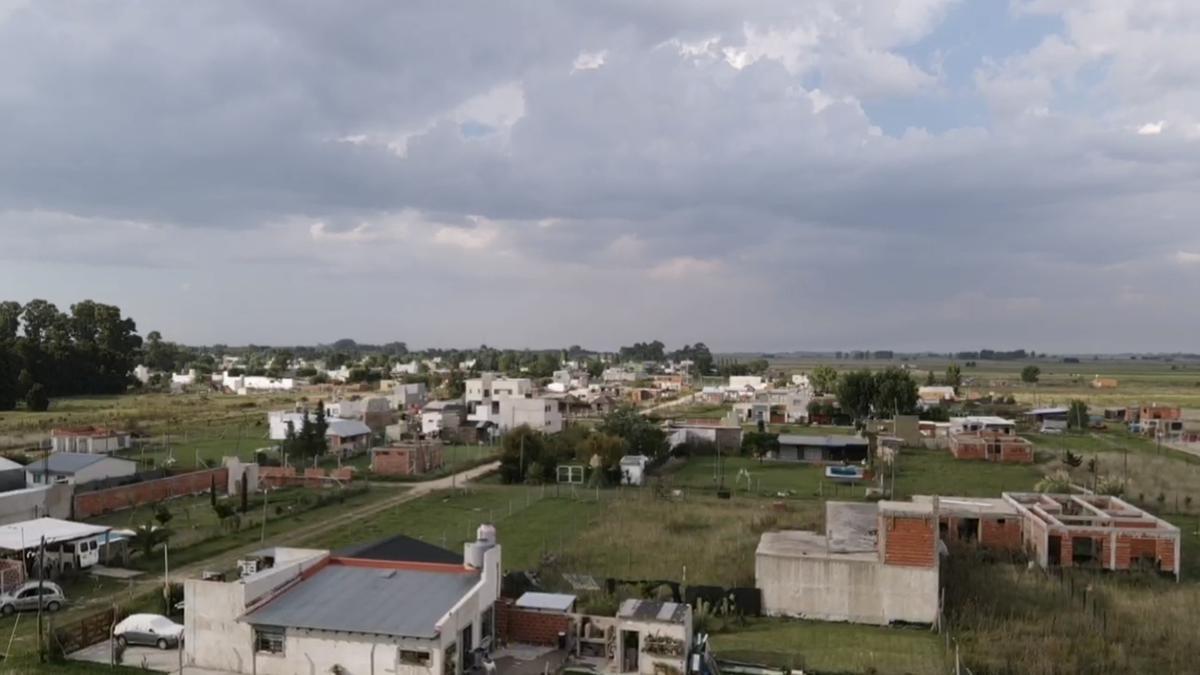 Foto Terreno en Venta en  Villa Parque Sicardi,  La Plata  CALLE 16 Y al 600