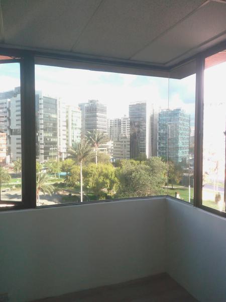 Foto Oficina en Alquiler en  Quito ,  Pichincha  SHYRIS - CERCA A LA 6 DE DICIEMBRE, OFICINA DE RENTA DE 65 m2