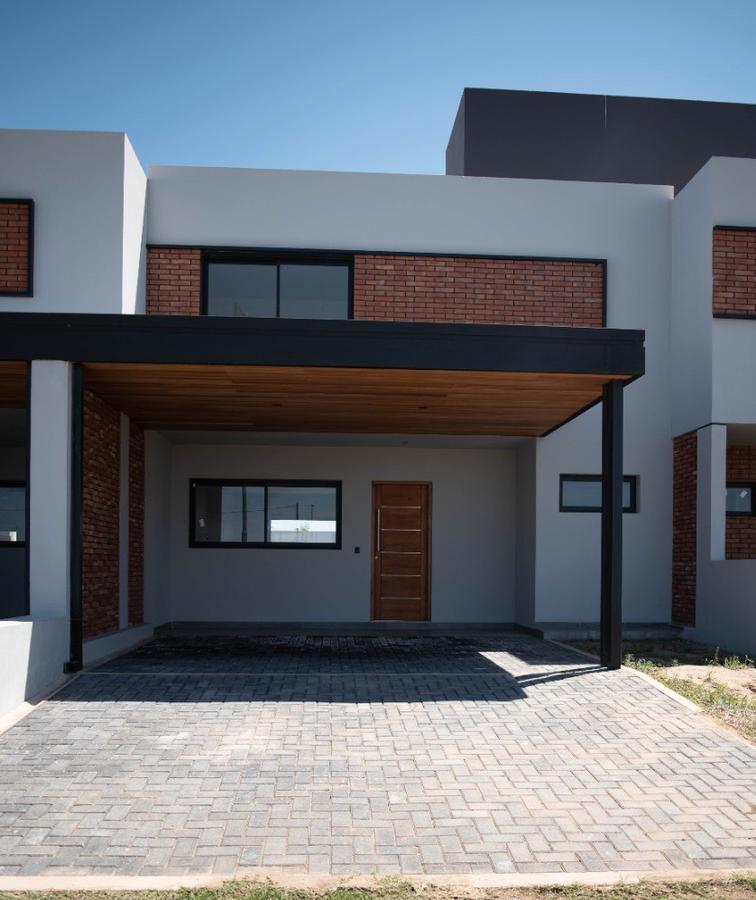 Foto Casa en Venta |  en  Prados de Manantiales,  Cordoba Capital  Prados de Manantiales - Excelentes Duplex de 3 dormitorios - Cochera doble