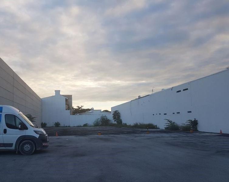 Foto Local en Renta en  Fraccionamiento El Pedregal,  Banderilla  Lote en renta por Av. Colosio para encierro de autos o camiones
