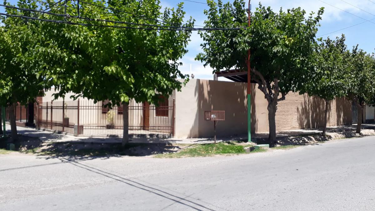 Foto Casa en Venta en  Rivadavia ,  San Juan  Barrio Centinela II, Santa Rosa al 3200 oeste