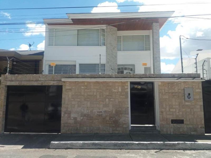 Foto Casa en Venta en  Norte de Quito,  Quito  AMPLIA casa cerca Embajada Americana, amplia, sala de juegos