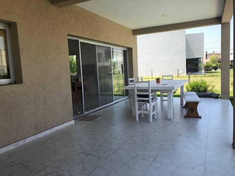 Foto Casa en Venta en  Las Tipas,  Nordelta  Las Tipas al 100