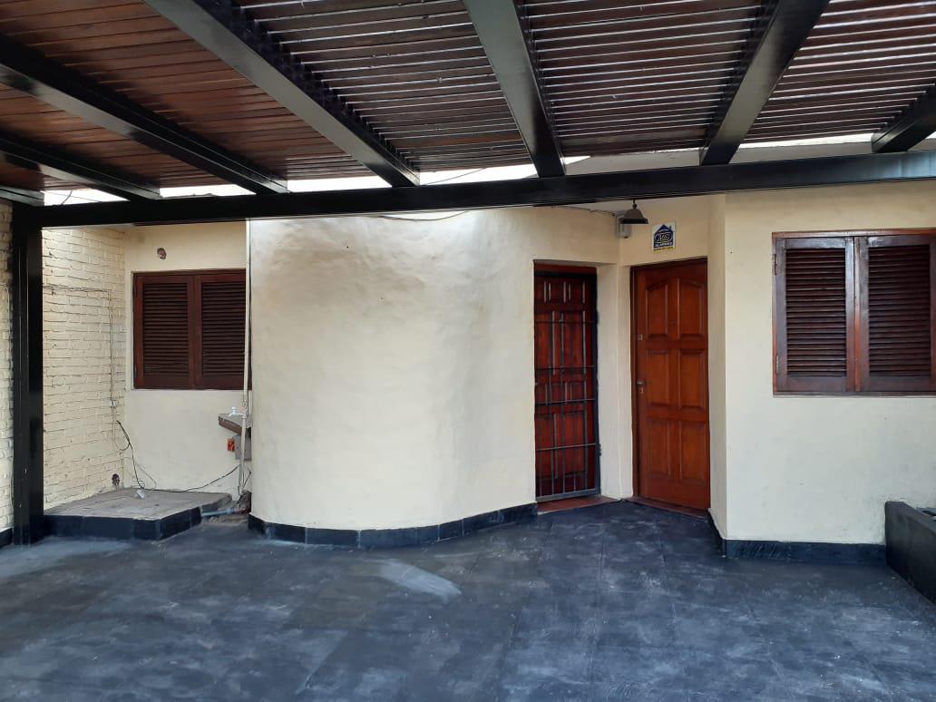 Casa de 2 dormitorios en venta y alquiler  Fisherton