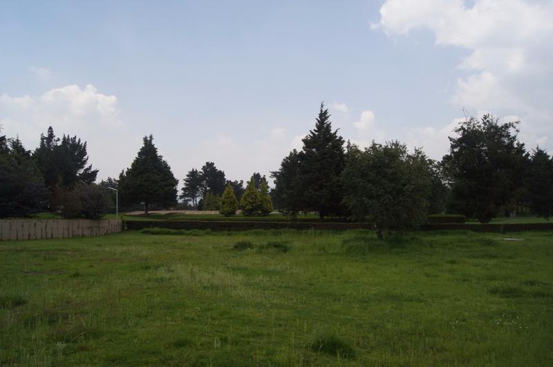Foto Terreno en Venta en  Club de Golf los Encinos,  Lerma  Hermoso Terreno Plano y Regular colindante con Campo de Golf