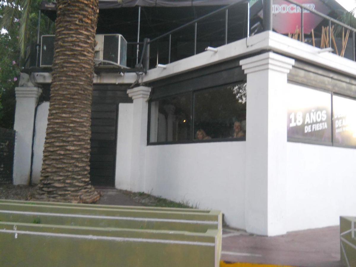 Foto Local en Venta en  Quilmes,  Quilmes  Av. Cervantes 101
