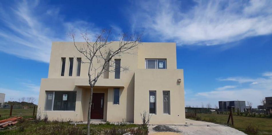 Foto Casa en Venta en  Araucarias,  Puertos del Lago  Casa estilo moderno en 2 plantas, 5 amb. lote interno. Puertos del Lago