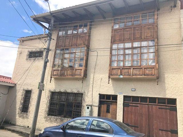 Foto Casa en Venta en  Centro de Cuenca,  Cuenca  Escultor Ayabaca y Vega Muñoz