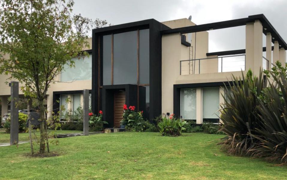 Foto Casa en Alquiler en  Los Robles,  Haras Santa Maria  Old Man 704