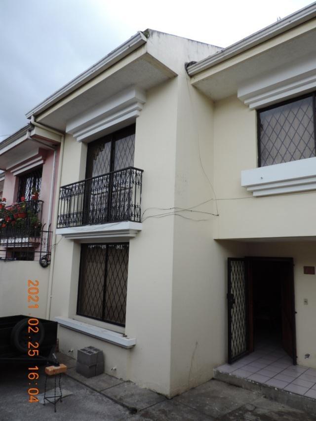 Foto Casa en Venta en  Este,  Cuenca  Villa en venta sector Unidad Nacional cerca al CREA $118.000dlrs.