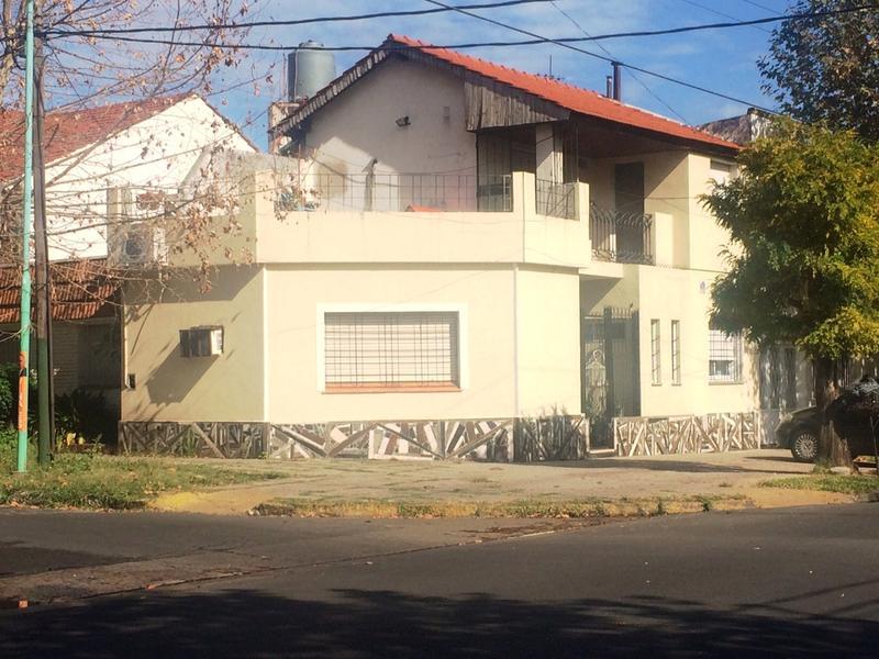 Foto Casa en Venta en  Lomas de Zamora Oeste,  Lomas De Zamora  PEREYRA LUCENA 902